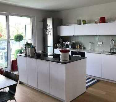 Exklusive 3-Zimmer-Dachgeschosswohnung mit Balkon und EBK in Obersendling, München