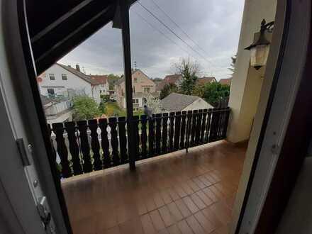 Gepflegte 4-Zimmer-Maisonette-Wohnung mit zwei Balkonen und Einbauküche in Friedelsheim