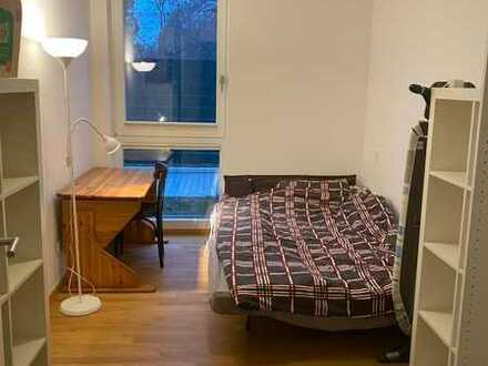 Zimmer in Wohnung direkt an der Spree