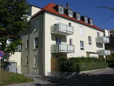 Freundliche 3 Zimmer Wohnung mit großer Dachterrasse in ruhiger Lage