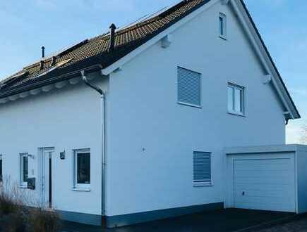 Schöne DHH mit vier Zimmern in Lingenfeld (Feldrandlage)
