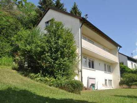 Zweifamilienhaus auf über 1.200 m² Grund! Ruhiger Wohnen Am Hahnenschnabel!