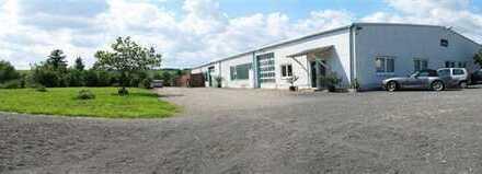 Produktions,- Lagerhalle mit Büro + 1ZKB 1000 qm Grund. ca. 4240 qm