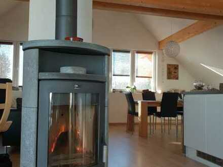 Neuwertige Maisonette-Wohnung mit vier Zimmern sowie Balkon und Einbauküche in Rickenbach