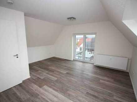 Neuwertige 2,5-Zimmer-Dachgeschosswohnung mit Balkon und Einbauküche in Menden (Sauerland)