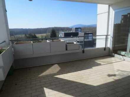 *** Friedrichsdorf- Schöne, helle- attraktive 4,5-Zimmer-Wohnung mit gr. Loggia, und Garage***