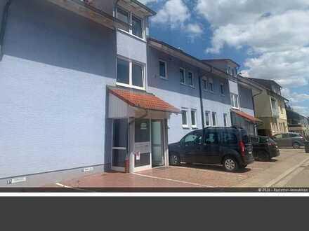 Schöne 3-Zimmer-Wohnung mit Balkon und 2 Stellplätze