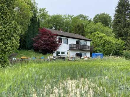 Familienhaus mit große Grünfläche