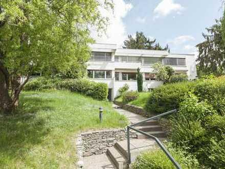 Sanierte Haushälfte über 2 Etagen + Keller, 5 Zimmer mit traumhaftem Garten, Top Lage