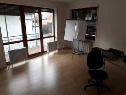 Nachmieter für eine stilvolle 3-Zimmer-Wohnung mit Balkon und Einbauküche in Stuttgart gesucht