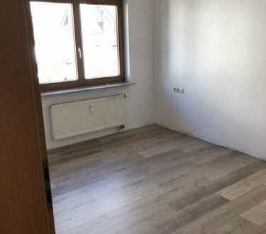 Erstbezug nach Sanierung mit Einbauküche und Balkon: freundliche 3-Zimmer-Wohnung in Laichingen