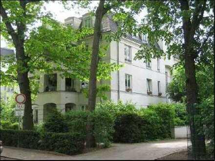 Schöne 2-Zimmer-Wohnung mit EBK, Balkon, Parkettboden
