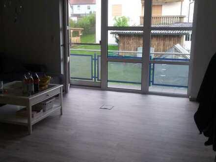 Gepflegte Wohnung mit zwei Zimmern sowie Balkon und EBK in Regensburg (Kreis)