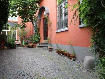 Gründerzeit: Charmante Maisonette im Charakter eines französischen Landhauses, mitten in der Stadt.