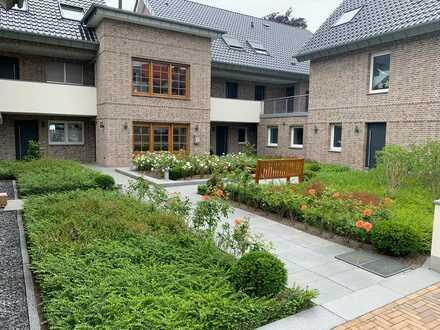 Stilvolle, neuwertige 3-Zimmer-OG-Wohnung mit Terrasse und Einbauküche in Angermund