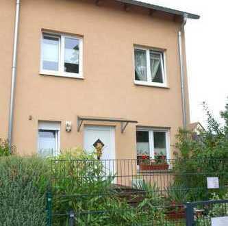 Moderne und ruhige Wohlfühloase in Marienfelde - Reiheneckhaus mit Garten und 2 Terrassen
