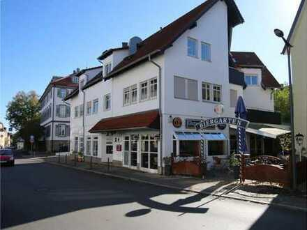 Bistro/Eis/Café mit Außenterrasse und Stellplätzen