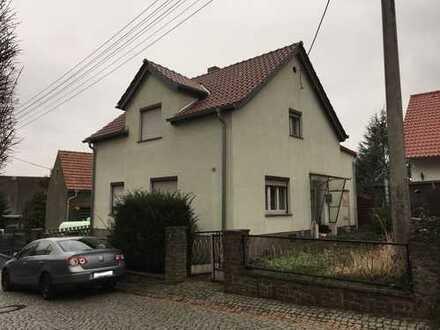 teilsaniertes Einfamilienhaus zum kleinen Preis
