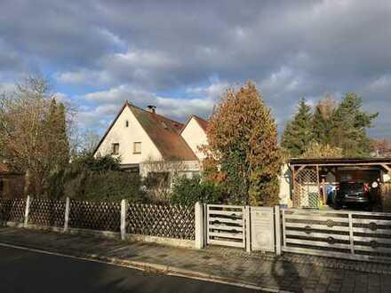 *Selten* Doppelhaushälfte in bliebter Wohnlage Buckenhofer Siedlung am östlichen Stadtrand Erlangens