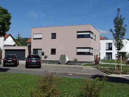 Freistehendes Einfamilienhaus mit Einliegerwohnung und Photovoltaikanlage, Provisionsfrei