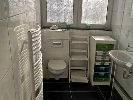Neu! Renoviertes möbeliertes WG-Zimmer im Einfamilienhaus zum vermieten in Uni-Nähe! Kurz- und Langf