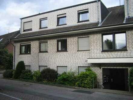 Schöne 4-Zimmer Etagenwohnung (106 m²) mit Balkon im 1. OG in Moers Alt-Schwafheim zu vermieten