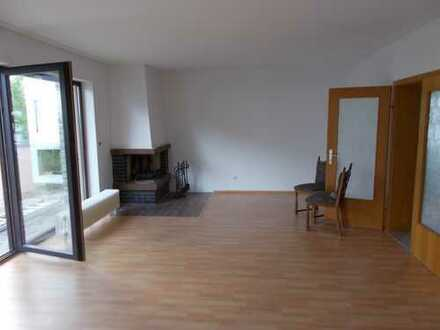 Freistehendes Einfamilienhaus mit Kamin, großem Grundstück & Garage!