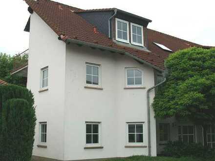 Großes, modernes Doppelhaus mit Terrasse und schönem Garten