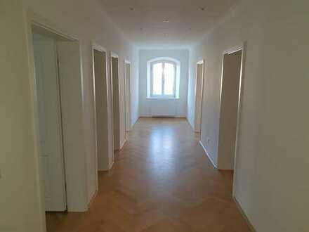 Repräsentative Büro/Praxisräume in Grafinger Altstadthaus