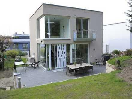 Außergewöhnliches Architektenhaus mit großem Grundstück und Aussicht
