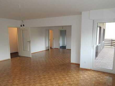 Sanierte 4-Zimmer-Wohnung mit Balkon und Einbauküche in Walzbachtal-Wössingen