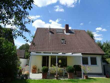 Freistehendes top-modernisiertes Einfamilienhaus -Zenker-Fertighaus in familienfreundlicher Wohnlage