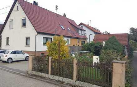 Schöne Einfamilien-Doppelhaushälfte mit fünf Zimmern im Kreis Reutlingen, Hülben