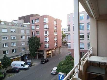 Gepflegte zentralgelegene 3-Zimmer-Wohnung mit Balkon und Einbauküche in Karlsruhe