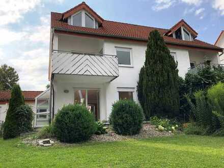 Geräumige Doppelhaushälfte - hervorragendes Haus mit Garten und Garage