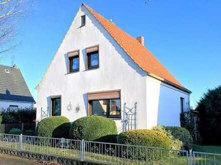 Einfamilienhaus mit Teilkeller und großem Grundstück direkt in Loxstedt
