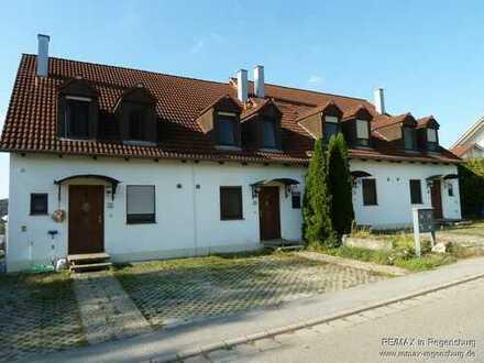 Wohnen im Reiheneckhaus, mit EBK, Balkon und Terrasse, sowie PKW Stellplätzen.