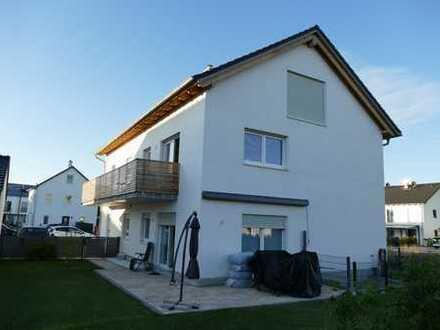 Schöne, helle drei Zimmer Wohnung mit großem Balkon in Olching (Kreis FFB)