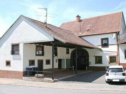 Älters Gebäude mit außergewöhnlicher Innenaufteilung mit rustikalem Charme