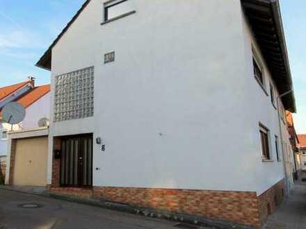 Einfamilienhaus in Ecklage / 5 Zimmer / Terrasse / Garage / 3 WCs / Keller