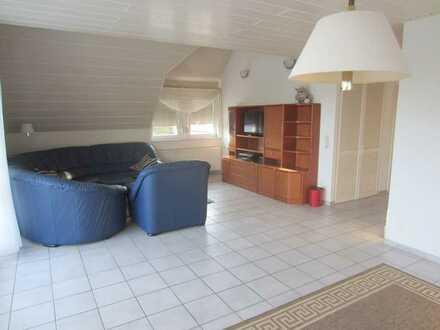 Frei ab Dezember: 4 Zimmer Maisonette mit Einbauküche, Balkon und Tiefgarage