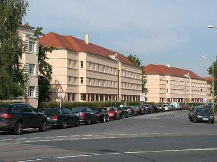 Schicke 3 Zimmer Wohnung mit EBK und Balkon!