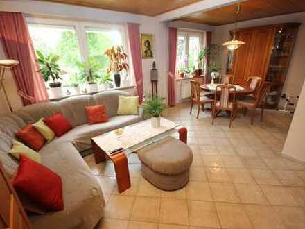 Helle und schön geschnittene 2-Zimmerwohnung mit Loggia und Blick ins Grüne