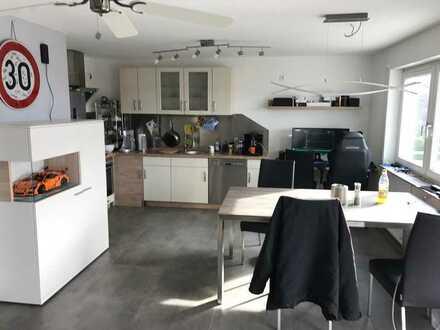 Stilvolle, neuwertige 2,5-Zimmer-Wohnung mit Balkon in Großbettlingen