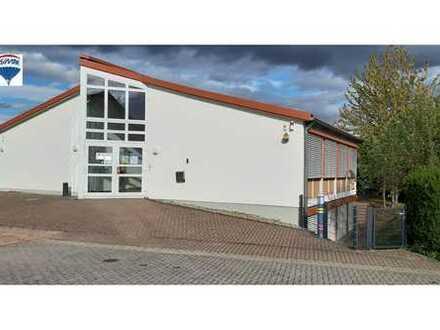 RE/MAX - Praxis - Bürogebäude an Feldrandlage zu vermieten