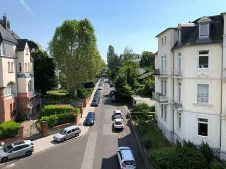 Traumhaftes Penthouse mit EBK in bester Villenlage von Wiesbaden!