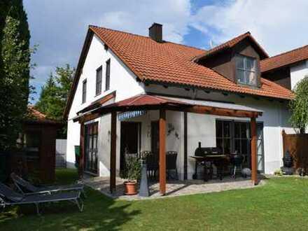 Top gepflegte Doppelhaushälfte in ruhiger Siedlungslage! Zeitnah verfügbar