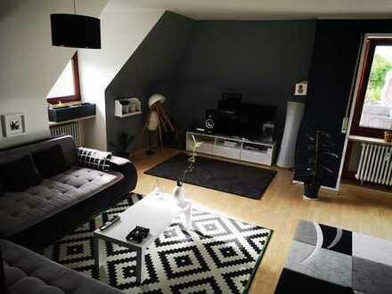 Gepflegte 3-Zimmer-Dachgeschosswohnung mit Balkon und Einbauküche in Augsburg