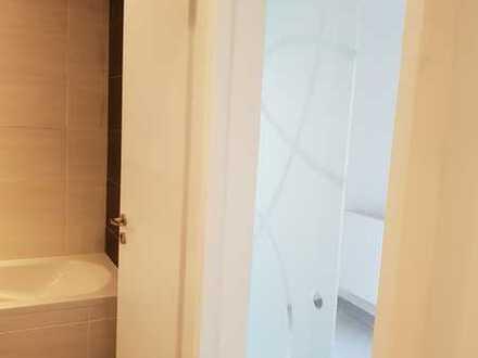 Vollständig renovierte Erdgeschosswohnung mit zwei Zimmern und Einbauküche in Bad Steben