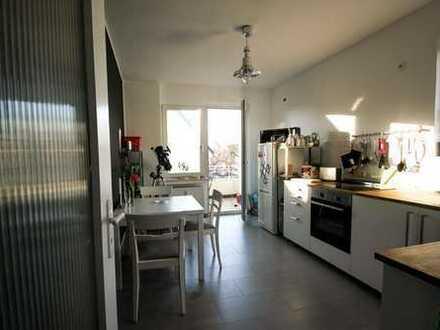 Deine WG in Lindenthal. Alles fertig, nur dein Zimmer ist leer :)